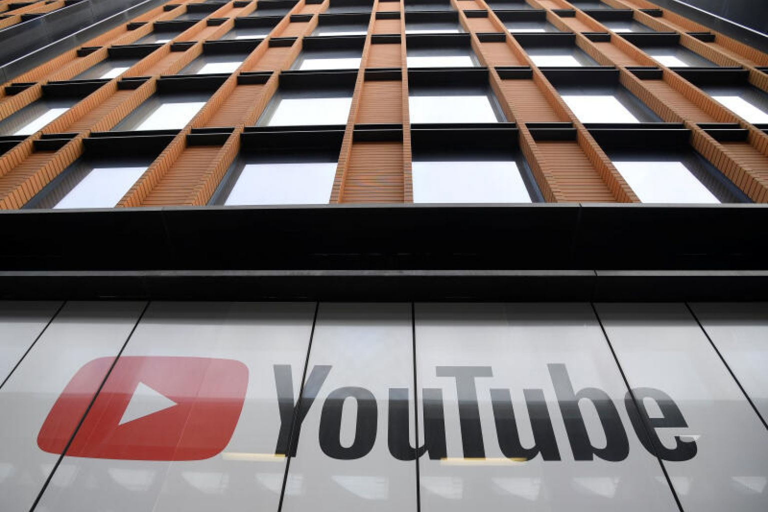 YouTube turns to human moderators again