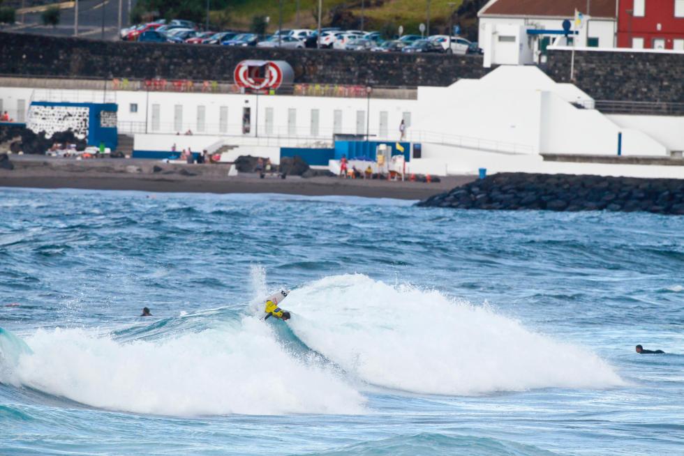 18 Ethan Egiguren EUK Azores Airlines Pro foto WSL Laurent Masurel