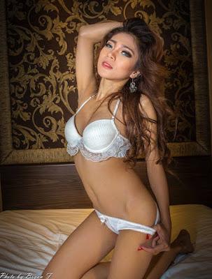 Koleksi Foto Sexy 2018 Hot Rhemele Chie aka Resti Mei Lestari - www.zone.downloadmajalah.com
