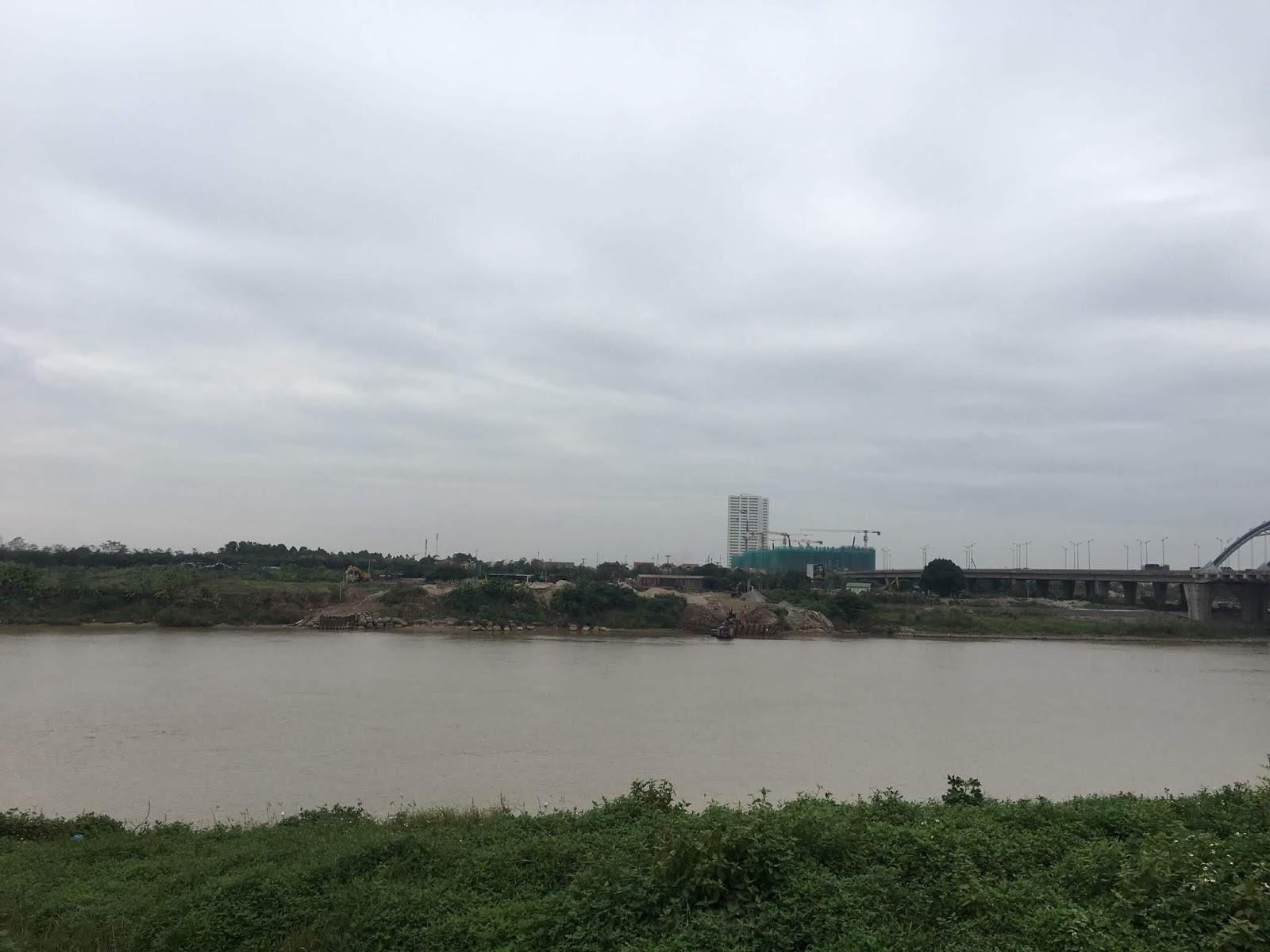 Căn hộ sở hữu không khí mát và trong lành từ dòng sông.