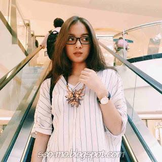 Foto Cerelia Raissa Cute Pakai Kacamata Cantik Banget