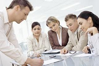 Berkomunikasi berarti kita berusaha untuk mencapai kesamaan makna Pentingnya Komunikasi Yang Efektif Dalam Perusahaan