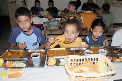 """إلغاء """"مجانية"""" استفادة التلاميذ من المطاعم المدرسية بسبب التقشف"""