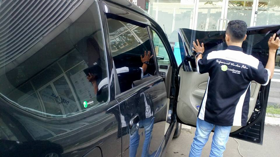 jasa pasang kaca film V-Kool untuk mobil Daihatsu Ayla