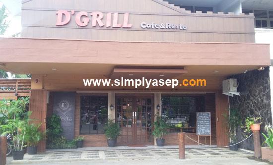 COZY : D'grill Cafe and Resto Veteran Pontianak diambil gambarnya dari depan pada siang hari (18/11/2017). Anda bisa berkunjung kapan saja di sini. Malam lebih syahdu.  Foto Asep Haryono
