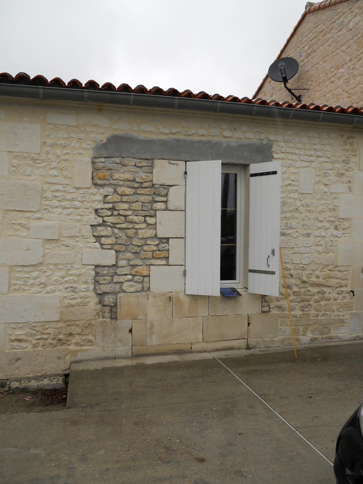 entreprise de maconnerie reprise d 39 une fen tre placage mo llon et linteau fausse pierre. Black Bedroom Furniture Sets. Home Design Ideas