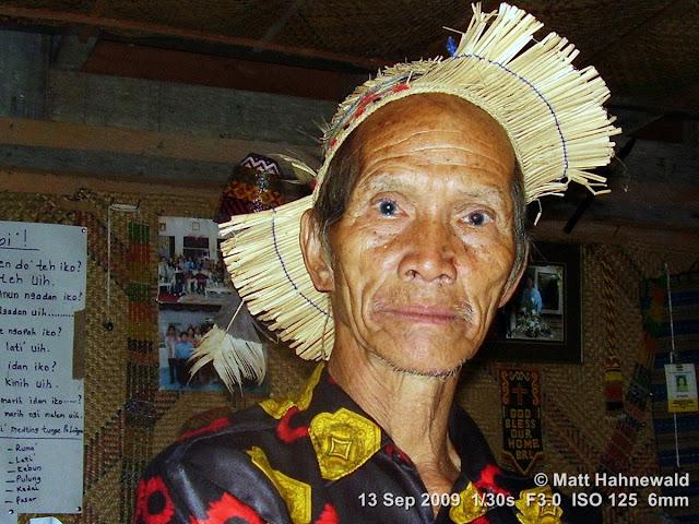 Kelabit man, portrait, headshot, Kelabit straw hat, Borneo, Sarawak, Kelabit Highlands, Bario