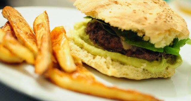 street food cuisine du monde recette d 39 hamburger aux lentilles corail avocat chou chinois. Black Bedroom Furniture Sets. Home Design Ideas