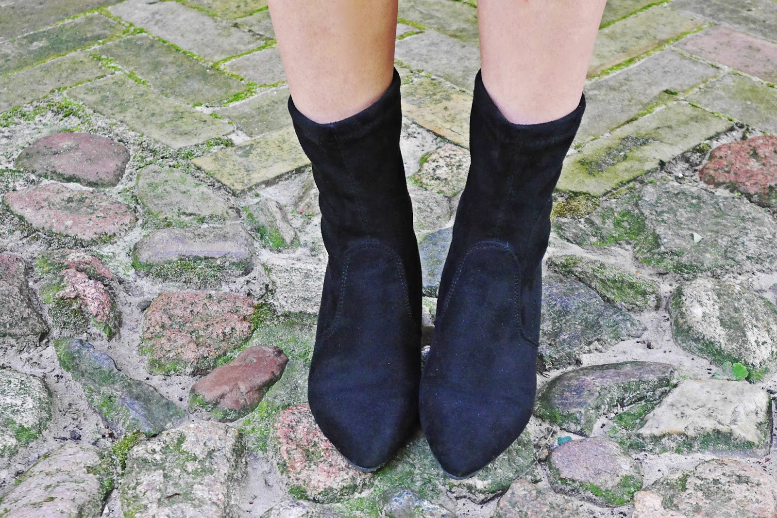 4_flower_sunglass_leather_skirt_socks_shoes_belt_white_top_karyn_blog_modowy_110917afg