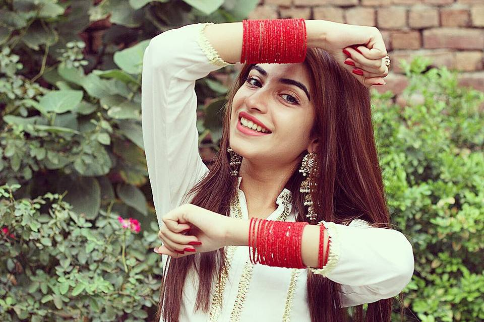 KinzaHasmiProfile,Biography,height,Age,weight,boyfriend,Family,pics,drama pics,Affair