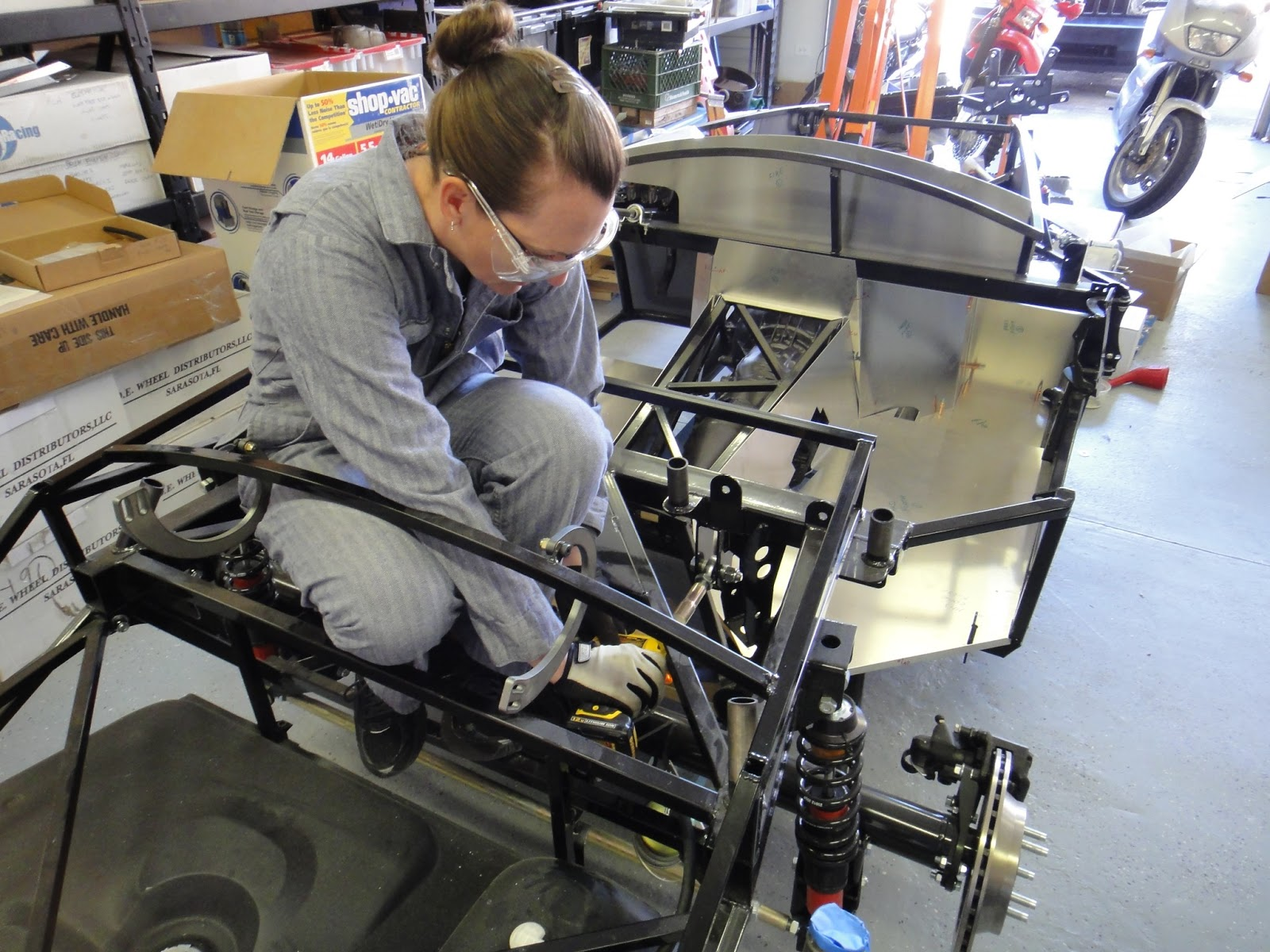 The Wrenchette: A Girl Builds a Roadster: Tranny A-Frame