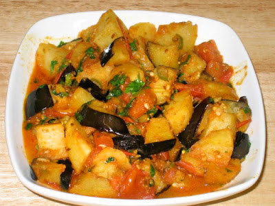 http://www.manjulaskitchen.com/aloo-baingan-potato-and-eggplant/