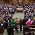 El Parlamento británico rechazó el acuerdo propuesto por Theresa May para el Brexit por 432 votos contra 202