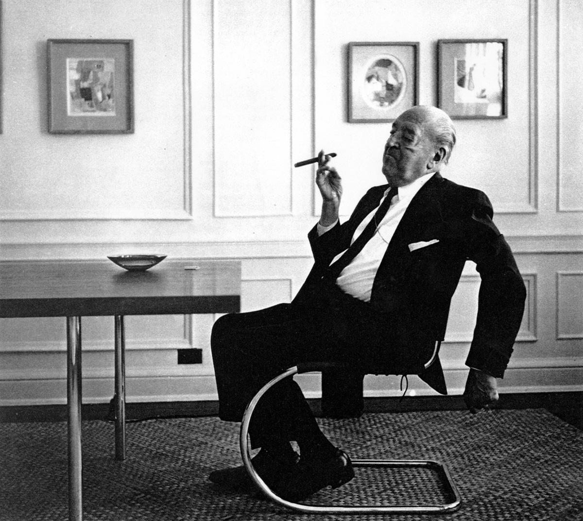 Mies van der Rohe Chair  modern design by moderndesignorg