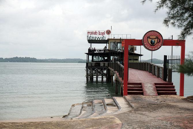 Kedai Kopi Fatmawati di pantai Coastarina
