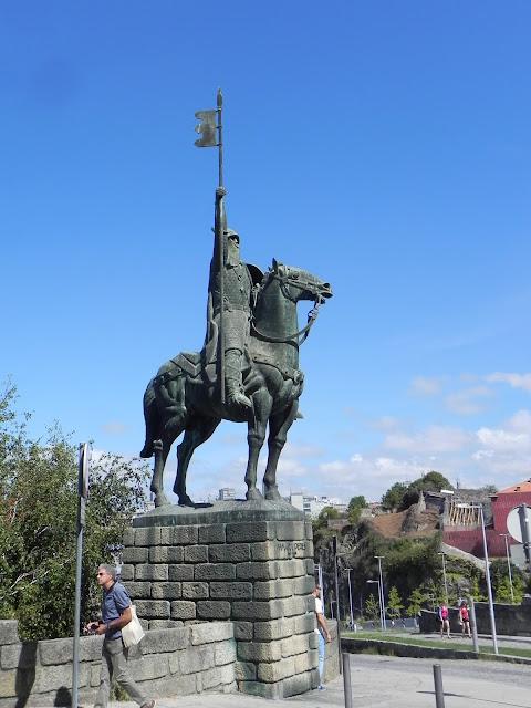 Estátua de Vilmara Peres - Porto - Portugal