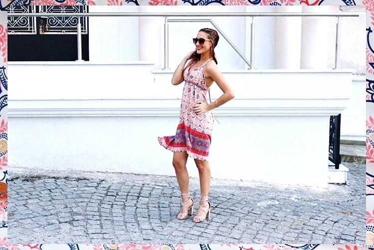 Le Vertige floral dress.Beige floral print dresses.