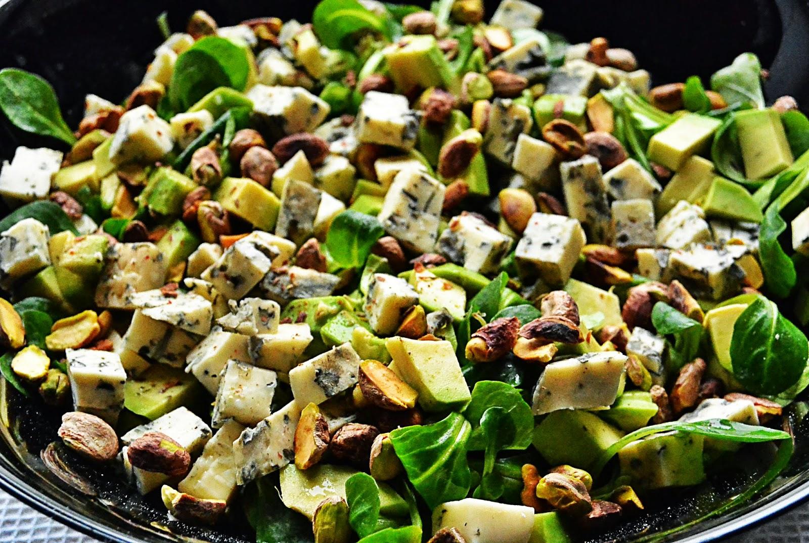 Sałatka z serem pleśniowym i awokado