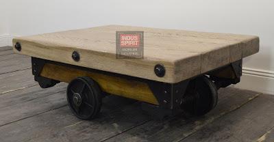 Table basse industrielle rivetée bois et métal