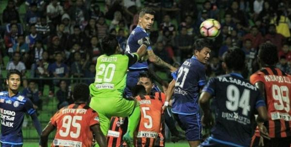 Imbang dengan Perseru, Permohonan Maaf dan Tangis Arema FC Saat Jumpa Pers