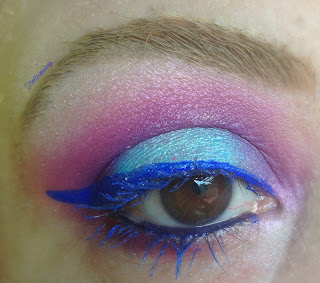 eye_makeup_look_bright_blue