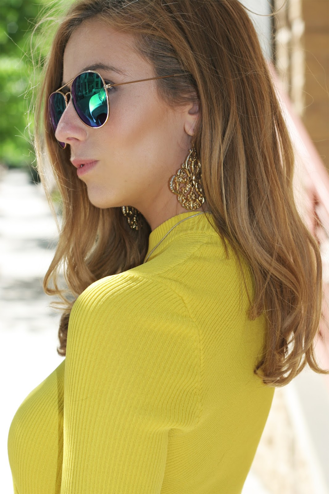 How-to-wear-green-blue-mirrored-aviator-raybans-moon-&-lola-new-Orleans-earrings