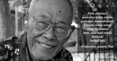 Biografi Pramoedya Ananta Toer - Sastrawan Besar Indonesia  Pramoedya dilahirkan di Blora, di jantung Pulau Jawa, pada 1925 sebagai anak sulung dalam keluarganya. Ayahnya ialah guru dan ibunya ialah pedagang nasi. Ia meneruskan pada Sekolah Kejuruan Radio di Surabaya dan bekerja sebagai juru ketik untuk surat kabar Jepang di Jakarta selama pendudukan Jepang di Indonesia.  Masa Kecil  Nama asli dari Pramoedya adalah Pramoedya Ananta Mastoer namun lama kelamaan orang lebih mengenalnya sebagai Pramoedya Ananta Toer atau biasa dipanggil Pram. Beliau mulai bersekolah di Sekolah Institut Boedi Utomo di Blora di bawah bimbingan ayahnya yang bekerja sebagai guru disana namun tercatat bahwa Pramoedya beberapa kali tidak naik kelas. Tamat dari Boedi utomo, ia kemudian bersekolah di Sekolah Teknik Radio Surabaya selama 1,5 tahun di 1940 hingga 1941. Pada tahun 1942, Pramoedya kemudian berangkat ke Jakarta dan bekerja sebagai tukang ketik di Kantor berita Jepang bernama 'Domei' pada saat masa kependudukan jepang di Indonesia.   Sambil bekerja, Pramoedya juga mengikuti pendidikan di Taman Siswa yang didirikan oleh Ki Hajar Dewantara antara tahun 1942 higga 1943. Selanjutnya di tahun 1944 hingga 1945, ia mengikuti sebuah kursus Stenografi dan kemudian melanjutkan pendidikannya di Sekolah Tinggi Islam