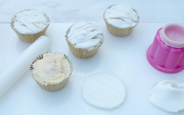 making halloween mummy cupcakes