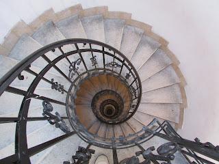 Escaleras torre basílica de San Esteban