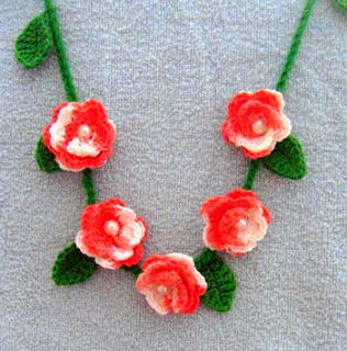 http://www.mazkwok.com/2013/10/briar-rose-bracelet-and-necklace-free.html