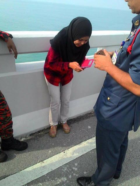 Lelaki Terjun Jambatan Kedua Pulau Pinang Kerana Rokok Seludup?