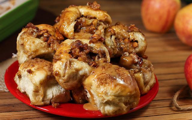 http://www.parade.com/154110/donnaelick/crazy-caramel-apple-pie-bombs/