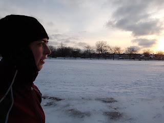 Coureuse l'hiver, en ville, Ahuntsic, soir