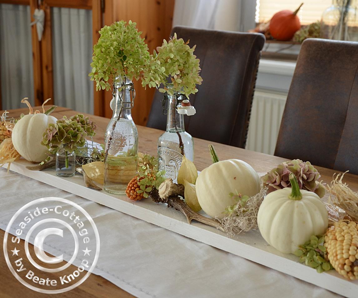seaside cottage herbstliche tischdeko in wei. Black Bedroom Furniture Sets. Home Design Ideas