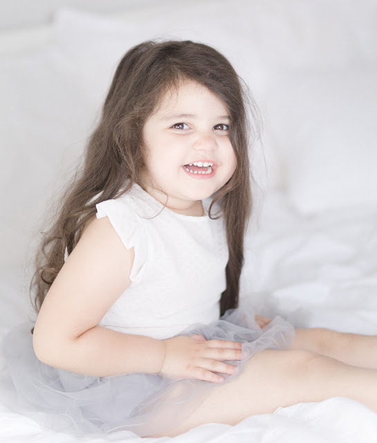 Sibling lifestyle photography in Toronto. Natural, airy, light-filled portraits. Toddler posing by Marissa Martine.