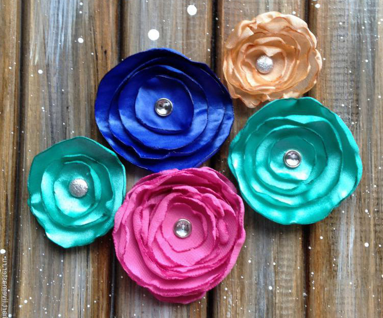 How to Assemble Decorative Fabric Flowers Tutorial