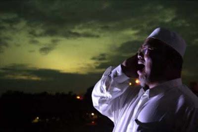 Kisah, Adzan Jam 10 Malam ! Warga Ramai-ramai Datang Ke Masjid, Ternyata Yang Adzan...