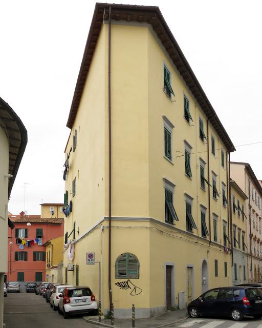 Corner building, Vicolo della Pergola, Via Paoli, Livorno