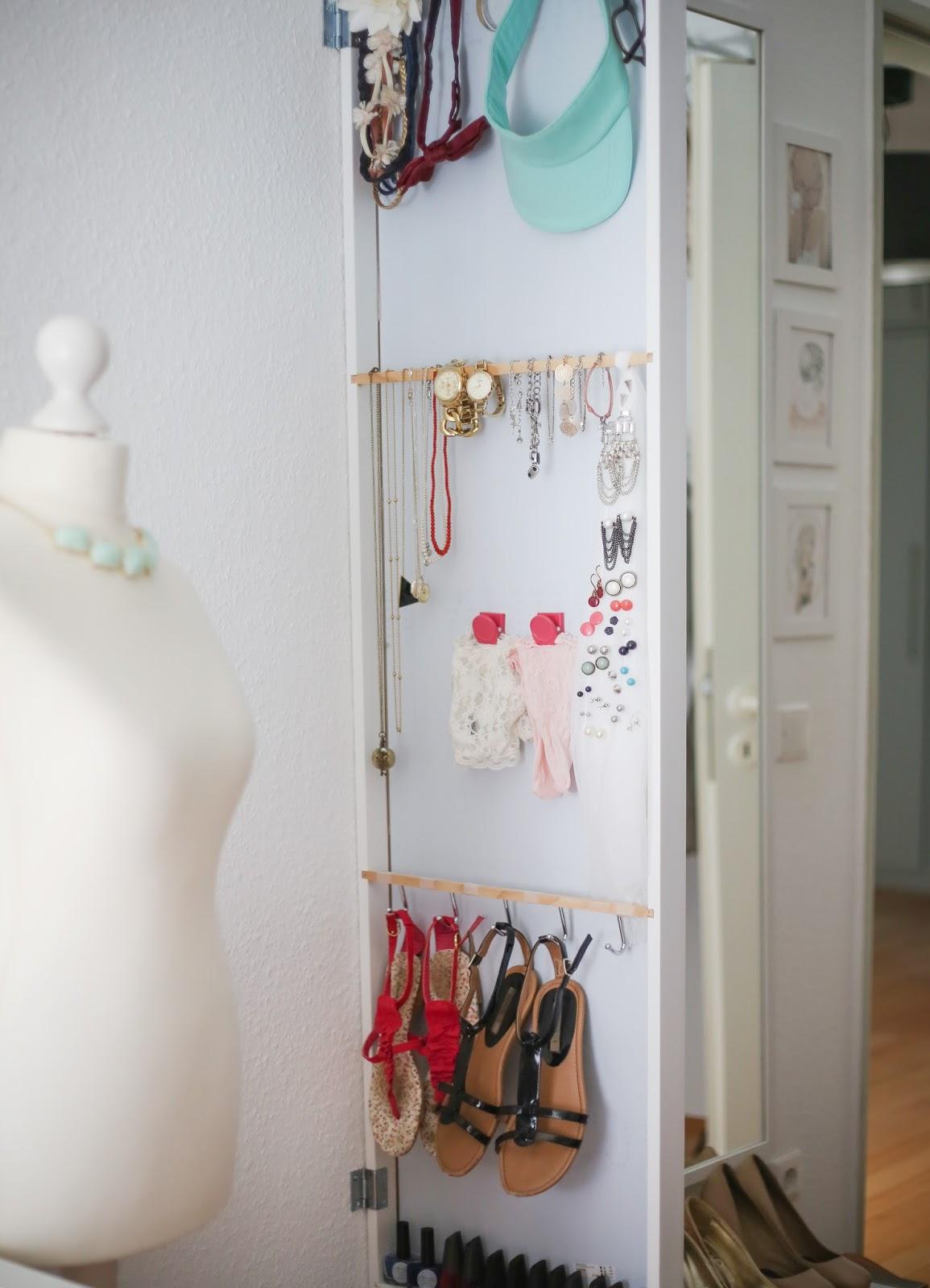 platz sparen im kleiderschrank schmuckaufbewahrung. Black Bedroom Furniture Sets. Home Design Ideas