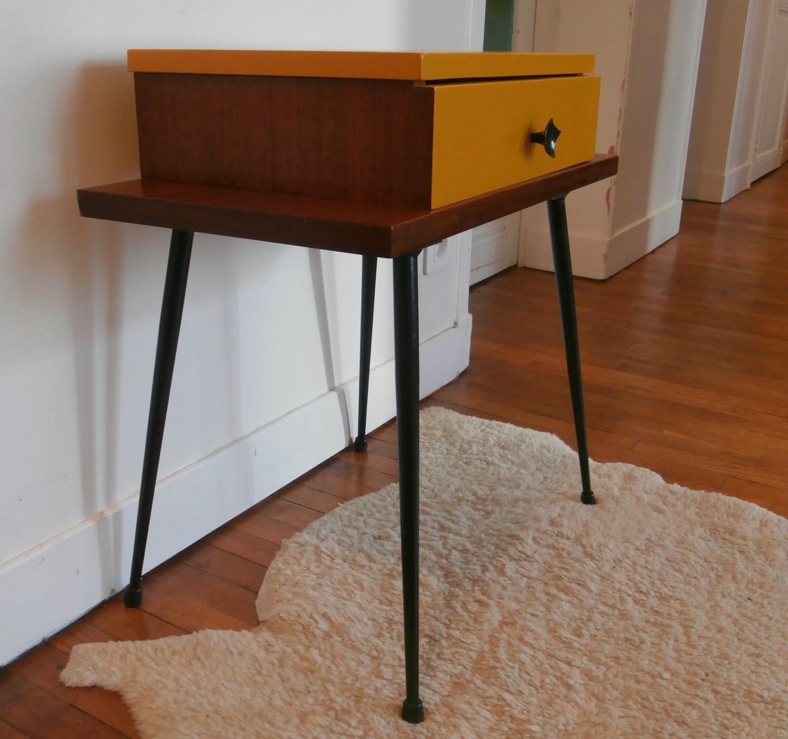 dur e de vie ind termin e table de chevet jaune pieds. Black Bedroom Furniture Sets. Home Design Ideas
