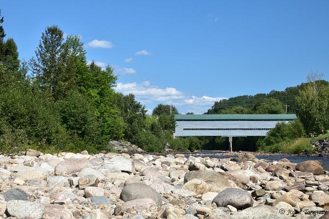 pont-eau-roches-arbres