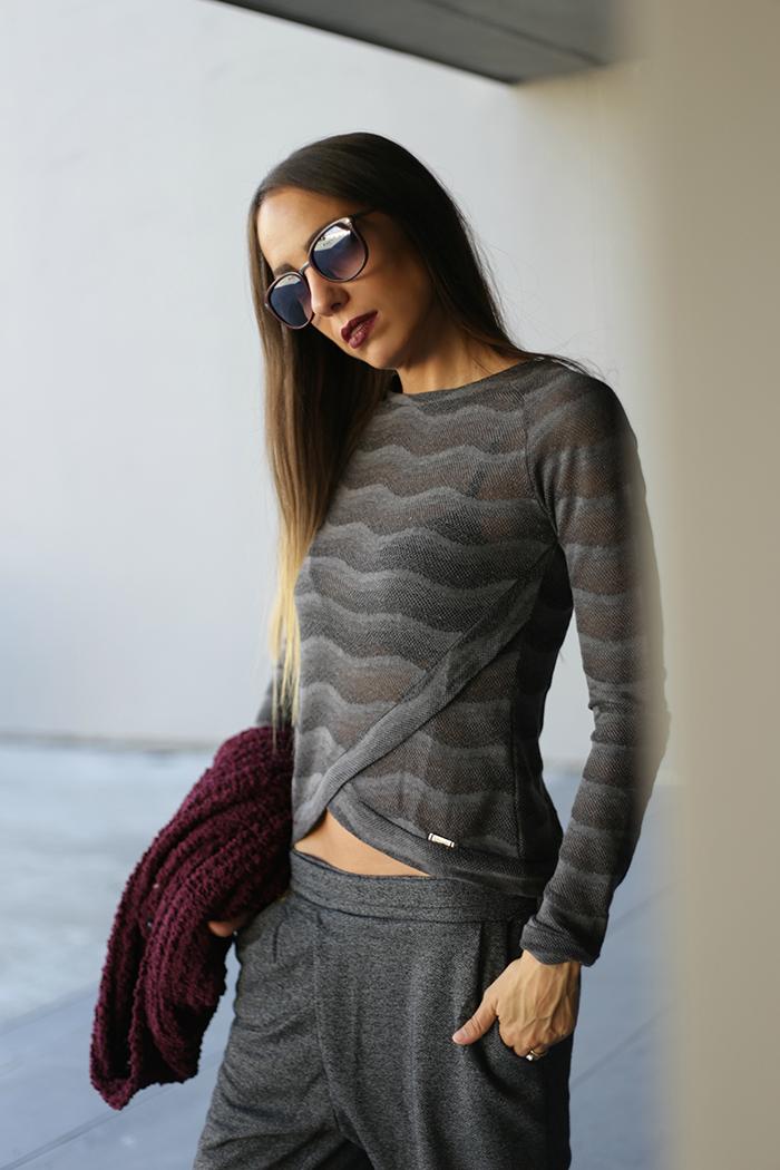 maglia traforata grigia