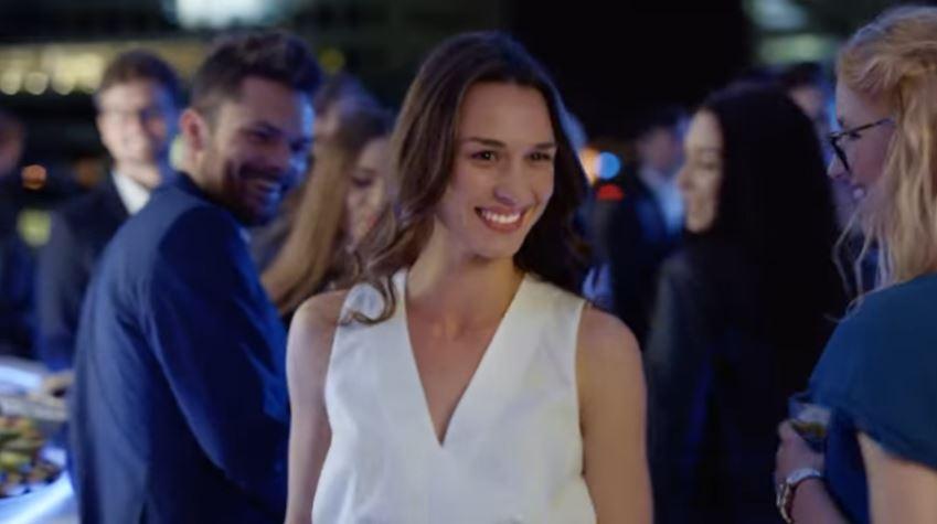 Modella Listerine pubblicità Advanced White con Foto - Testimonial Spot Pubblicitario 2017