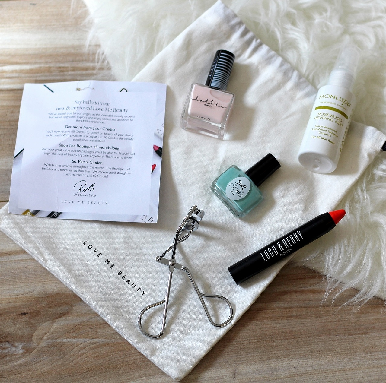 peexo fashion blogger love me beauty box review