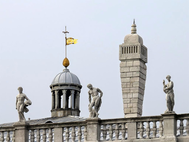 Statues on the roof of Jacopo Sansovino's building which holds the Biblioteca Nazionale Marciana (National Library of St Mark's), Venice