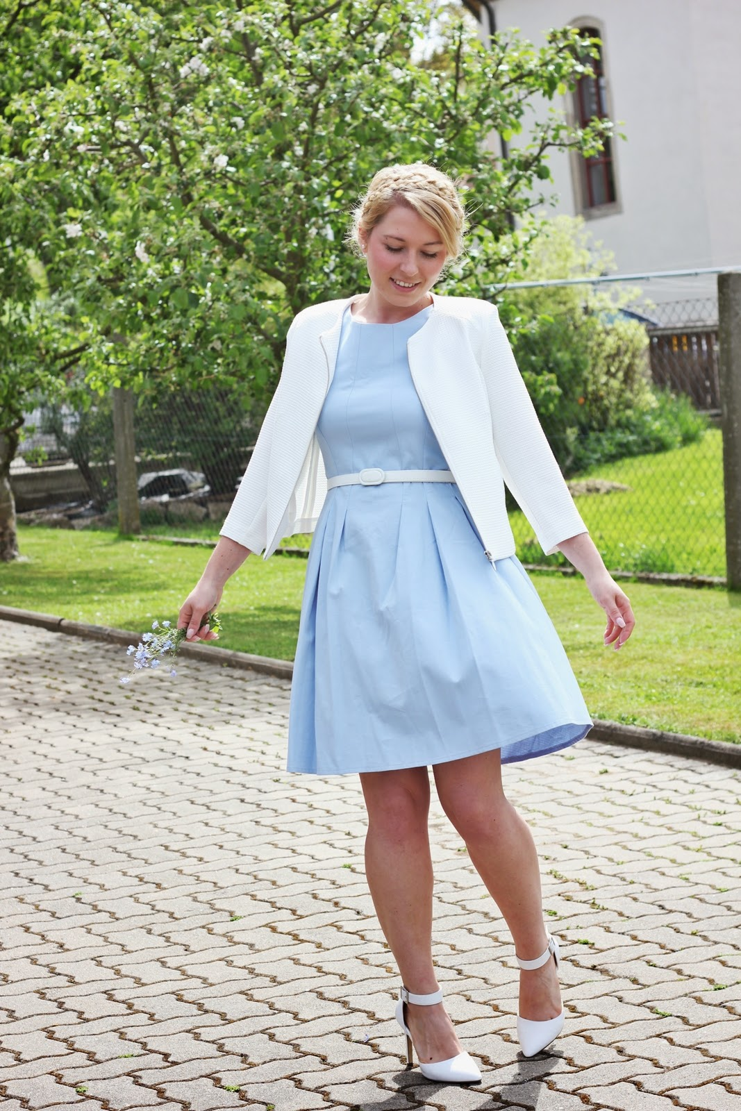 0b9a4ea49825dc Welche jacke zu blauem kleid – Stylische Kleider für jeden tag