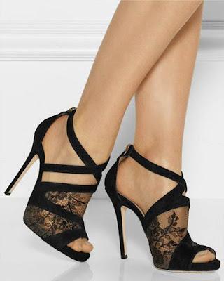tacones negros con encaje elegantes de moda