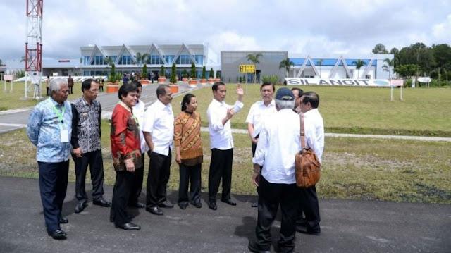 Jokowi Resmikan Bandara Silangit, Wisman ke Danau Toba Makin Mudah