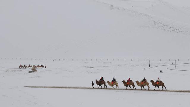 """Ο καιρός """"σαλτάρισε"""": Χιόνισε Απρίλιο μήνα στο Μαρόκο (βίντεο)"""