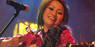 6 10 Gitaris Top Wanita Indonesia